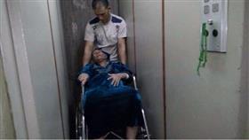 ثمانينية مصرية ألقاها ابنها في الشارع إرضاء لزوجته