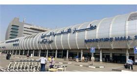مطار القاهرة يتخذ إجراءات طارئة لمواجهة وباء الكوليرا