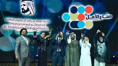 مفاجأة حاكم دبي.. تتويج 5 صناع أمل عرب