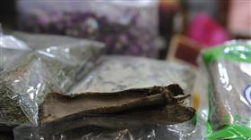 «الديرم».. مستحضر تجميل وعلاج للنساء في الكويت قديما