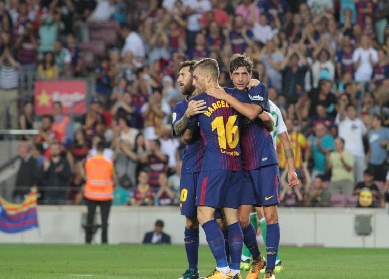 برشلونة يكرم الضحايا بالفوز على بيتيس بثنائية