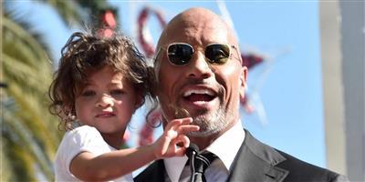 دوين جونسون برفقة ابنته