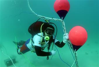 «الغوص» يستبدل 24 مربطا في «كبر» ضمن مشروع صيانة المرابط البحرية