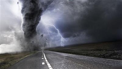 إعصار «تيتلي» يضرب شرق الهند.. ويقطع الاتصالات ويغلق الطرق