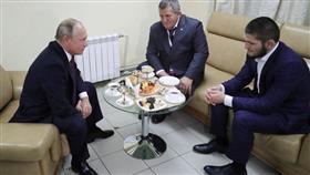 بوتين يلتقي بالمقاتل حبيب محمدوف.. ويوجه نصيحة لوالده