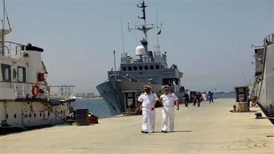قاعدة طبرق البحرية الليبية توقف 10 بحارة مصريين قبالة درنة