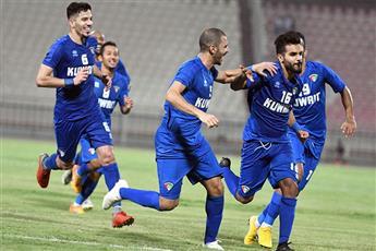 لاعبو منتخب الكويت يحتفلون بهدف الفوز