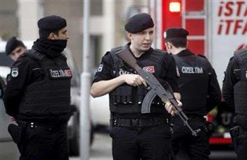 تركيا توقف المئات من قوات الأمن عن العمل لصلتهم بالإرهاب