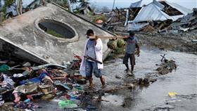 الإندونسيون يعيدون الحياة لمناطق الزلزال وتسونامي