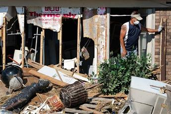 استمرار عمليات البحث عن ناجين بعد إعصار فلوريدا