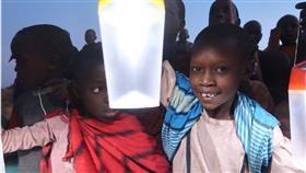 «نور الكويت» يضئ بيوت الفقراء حول العالم