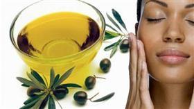 فوائد وضع زيت الزيتون على الوجه قبل النوم