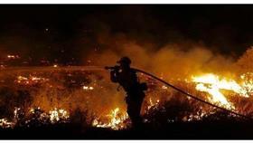 كاليفورنيا تعلن حالة الطوارئ بسبب حريق الغابات