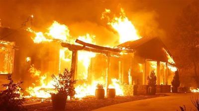 حريق كبير يلتهم بلدة في شمال كاليفورنيا.. وإجلاء آلاف السكان