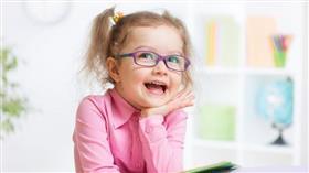 8 علامات تدل على ضعف بصر طفلك
