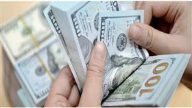الدولار يهبط مع زيادة الإقبال على المخاطرة