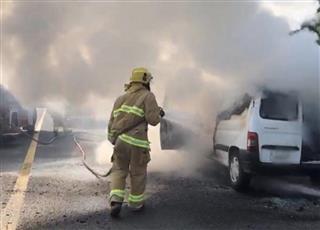 إخماد حريق مركبة على طريق الملك فهد.. دون إصابات