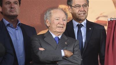 وفاة رئيس برشلونة التاريخي بعد صراع مع المرض