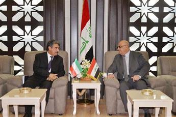 وزير التجارة العراقي محمد العاني أثناء لقائه مع سفير دولة الكويت لدى العراق سالم الزمانان
