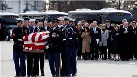 جثمان جورج بوش الأب يتوجه لمثواه الأخير