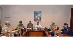وزير الدفاع يجتمع مع عدد من قيادات الجيش
