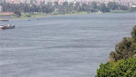 مأساة مروعة بمصر.. يلقي أبناءه الثلاثة في النيل وينتحر