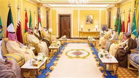 سمو أمير البلاد يحضر مأدبة غداء أقامها خادم الحرمين على شرف القادة المشاركين في القمة الخليجية