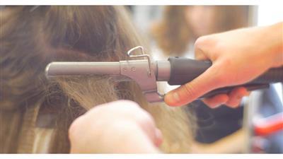 10 نصائح ذهبية قبل تصفيف شعرك بالمكواة