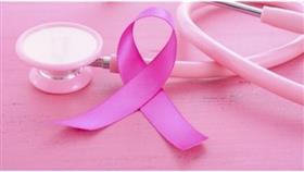 عادم السيارات يزيد مخاطر الإصابة بسرطان الثدي