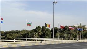 شوارع الكويت تزدان بأعلام الدول المشاركة في مؤتمر إعادة إعمار العراق