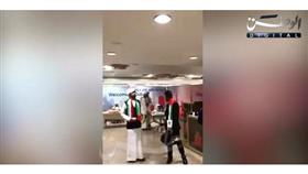 مطار دبي يحتفي بالكويتيين القادمين إلى الإمارات بالأغاني الوطنية والأعلام