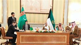 سمو الأمير ورئيس جمهورية تركمانستان أثناء توقيع الاتفاقيات