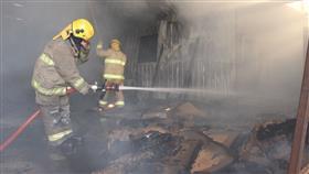 «الإطفاء» تسيطر على حريق مستودعين ومصنع في الصليبية