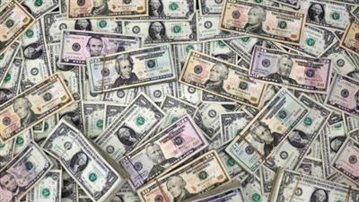 الدولار عند أعلى مستوى في أسبوعين مع صعود عوائد السندات الأمريكية والإسترليني يهبط