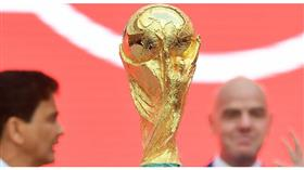 بعد أطول رحلة في تاريخها.. كأس العالم تعود إلى بيتها