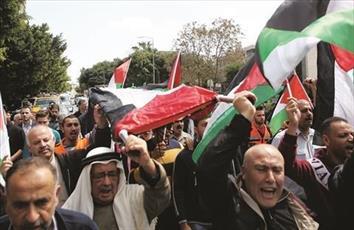 غزة تودع شهداءها.. وأمريكا تبرر المجزرة.. وتركيا تطرد السفير الإسرائيلي