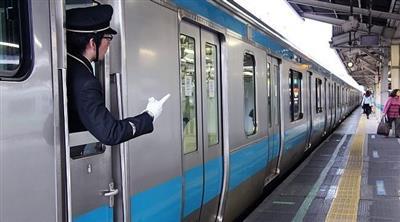 شركة يابانية تعتذر لمغادرة قطارها قبل أوانه بـ 25 ثانية