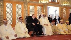 بوتفليقة أثناء زيارته لمسجد تابع لجماعة دينية