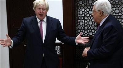 أرشيفية - وزير الخارجية البريطاني بوريس جونسون مع محمود عباس