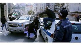 فلسطينيون يرشقون وفدا أمريكيا في بيت جالا بالبيض
