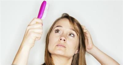 أسرار علاج ضعف نمو الشعر بمقدمة الرأس.. طبيعيا