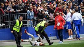 جماهير روسيا تقتحم تدريبات المنتخب