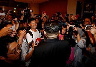 وسط دهشة المحيطين.. زعيم كوريا الشمالية يقوم بنزهة ليلية في سنغافورة