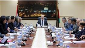الحكومة الفلسطينية تنفي فرضها عقوبات على غزة.. وتطالب حماس بإنهاء الانقسام