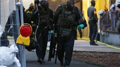 عناصر من الشرطة الألمانية بعد مداهمة بيت المتهم التونسي في كولونيا