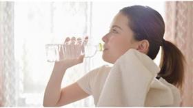 هل يمكن إنقاص الوزن بشرب الماء؟