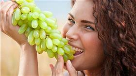 فوائد «العنب» لبشرة صحية ومشرقة