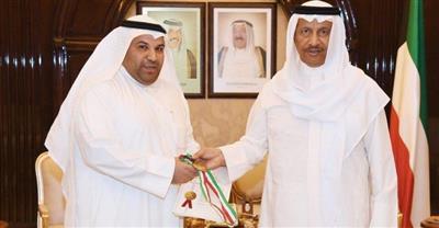 رئيس الوزراء يستقبل المخترع الكويتي عادل الوصيص