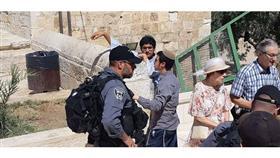 مستوطنون متطرفون يقتحمون باحات المسجد الأقصى
