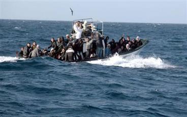 البحرية الليبية تنقذ 104 مهاجرين قبالة شواطئ مدينة الخمس شرق طرابلس
